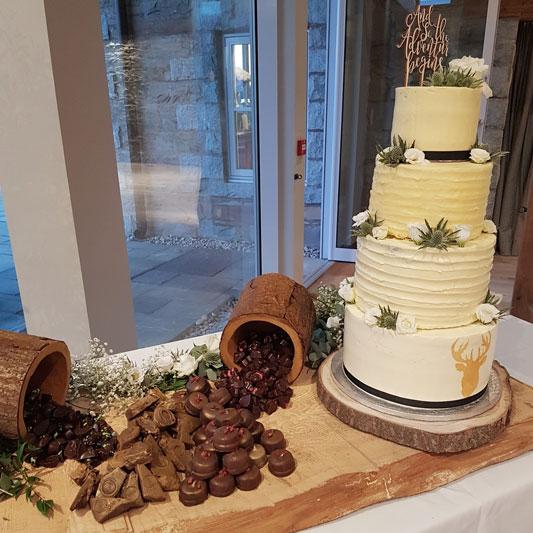 GG's Yard Wedding Cake Inspiration